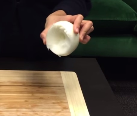 How To Cut An Onion Without Crying (4)