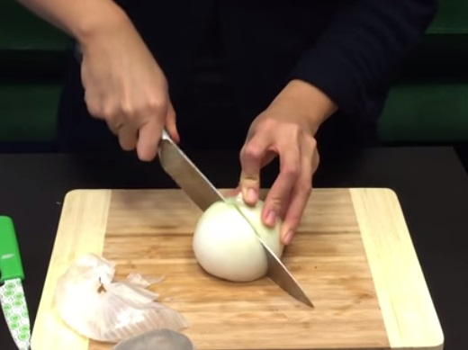 How To Cut An Onion Without Crying (6)