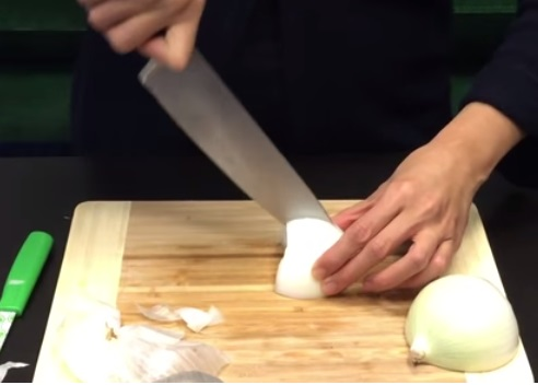 How To Cut An Onion Without Crying (8)