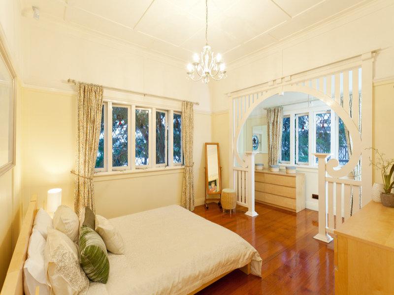 classic renovated elegant house (8)