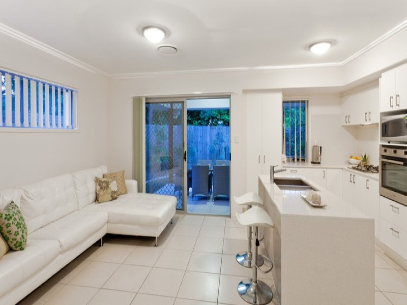 contemporary 2 storey 4 bedroom plain house (3)