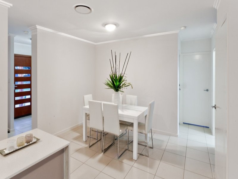 contemporary 2 storey 4 bedroom plain house (4)