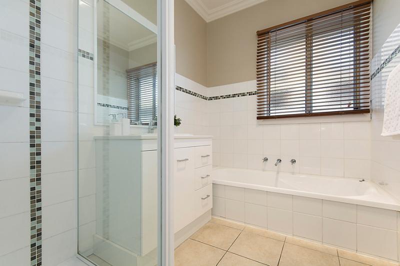 contemporary-3-bedroom-1-bathroom-house (4)