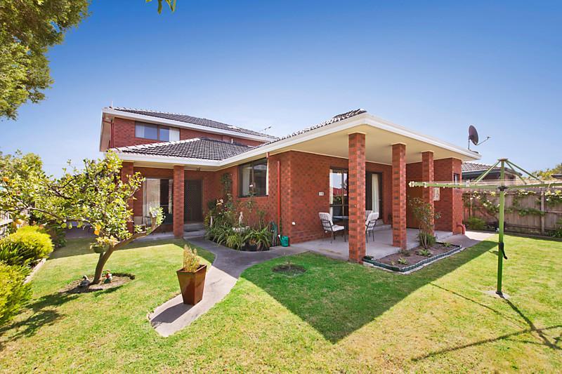 contemporary classical grand brick house (8)