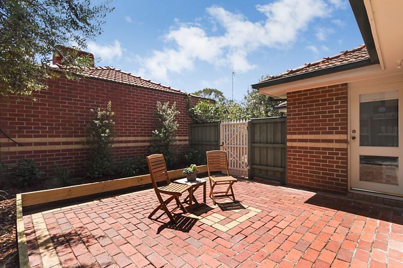 contemporary elegant brick house (12)