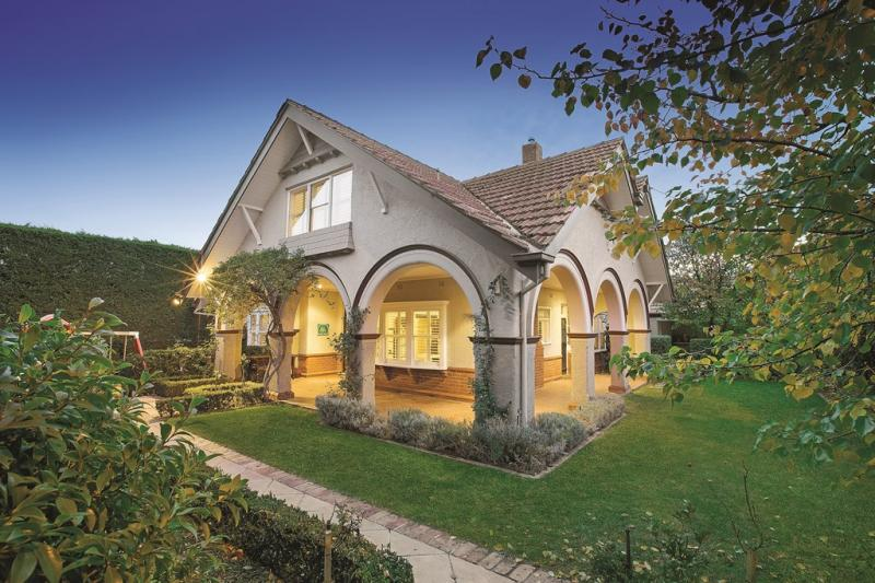 contemporary traditional blended house (1)