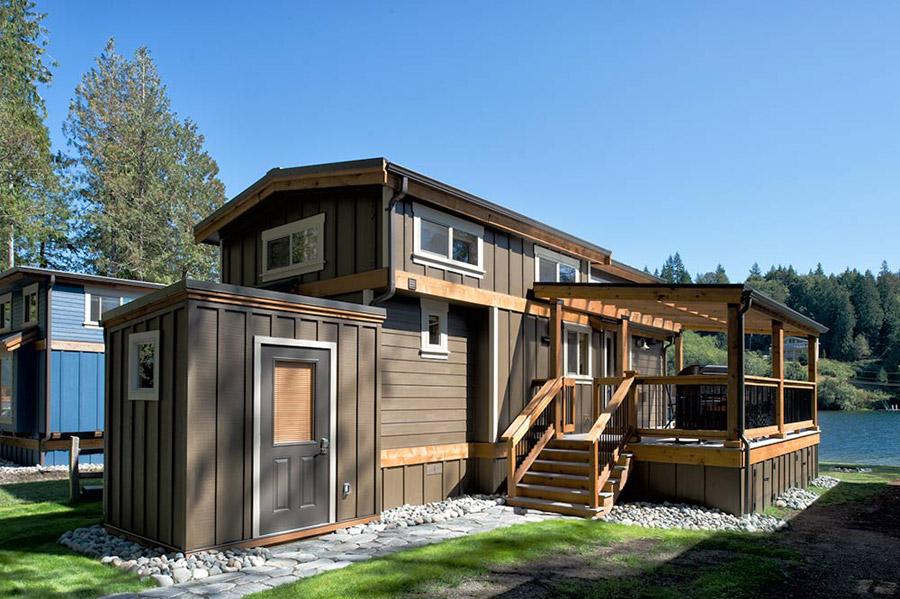 lakeside-black-patio-cottage (1)
