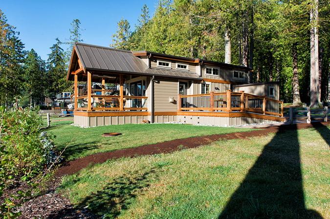 loft lakeside wooden retreat (1)