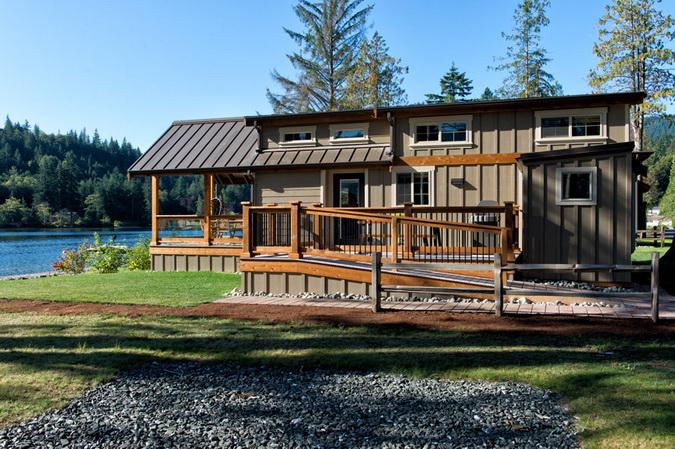 loft lakeside wooden retreat (8)