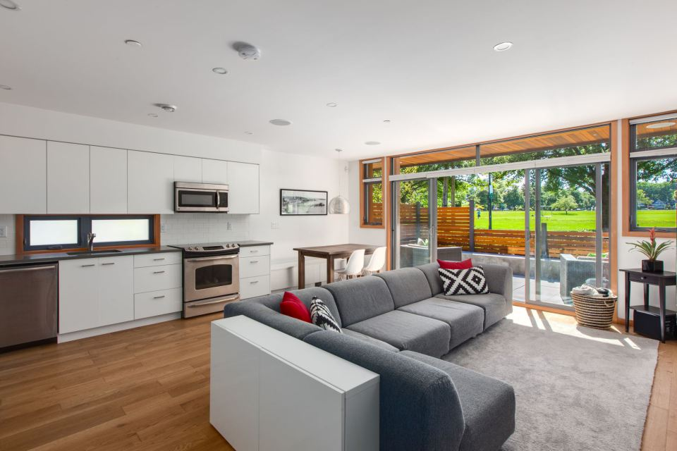 modern-laneway-cottage-for-a-young-family (5)