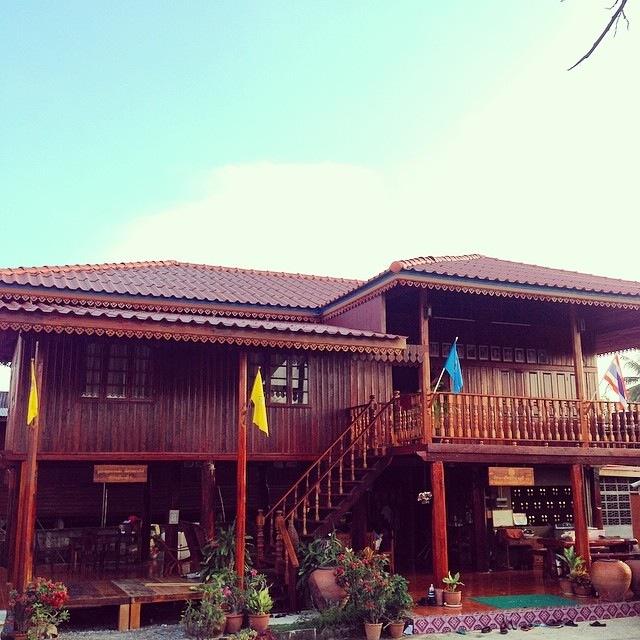 renovated oldschool thai house (79)