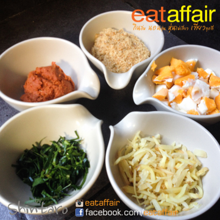 spicy-crackling-salad-with-salted-egg-recipe (3)