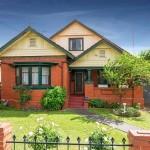 บ้านอิฐดั้งเดิม อายุกว่า 50 ปี รีโนเวทภายในให้ครบครันทันสมัย