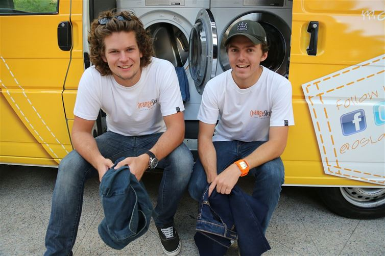 two-guys-took-a-van-transformed-it-into mobile laundry (1)