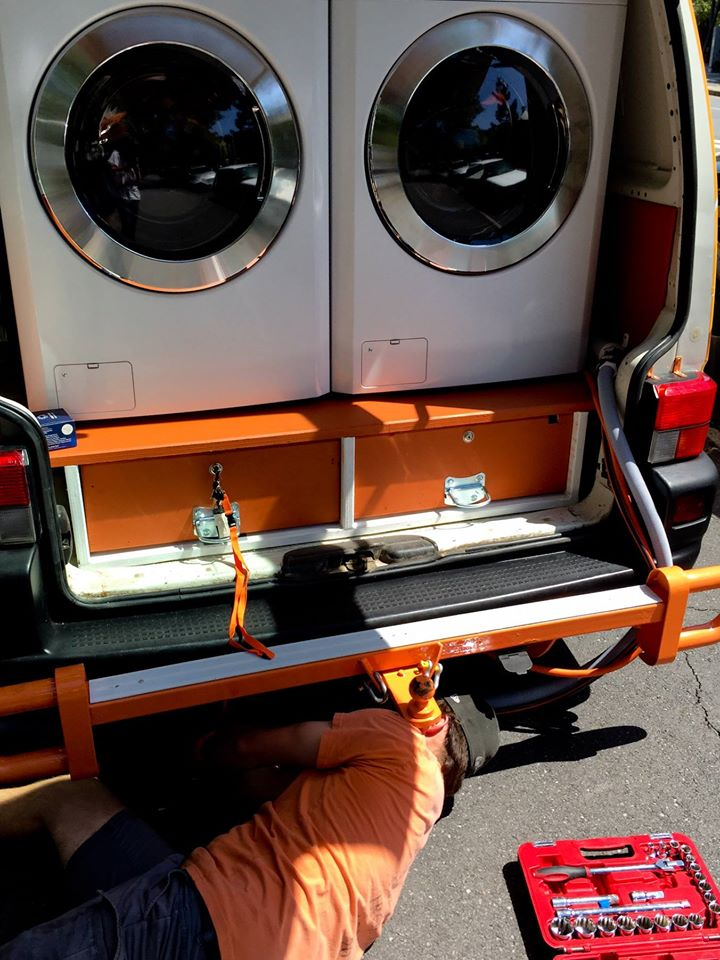 two-guys-took-a-van-transformed-it-into mobile laundry (11)