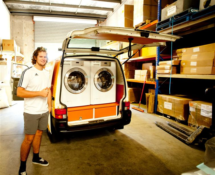 two-guys-took-a-van-transformed-it-into mobile laundry (12)