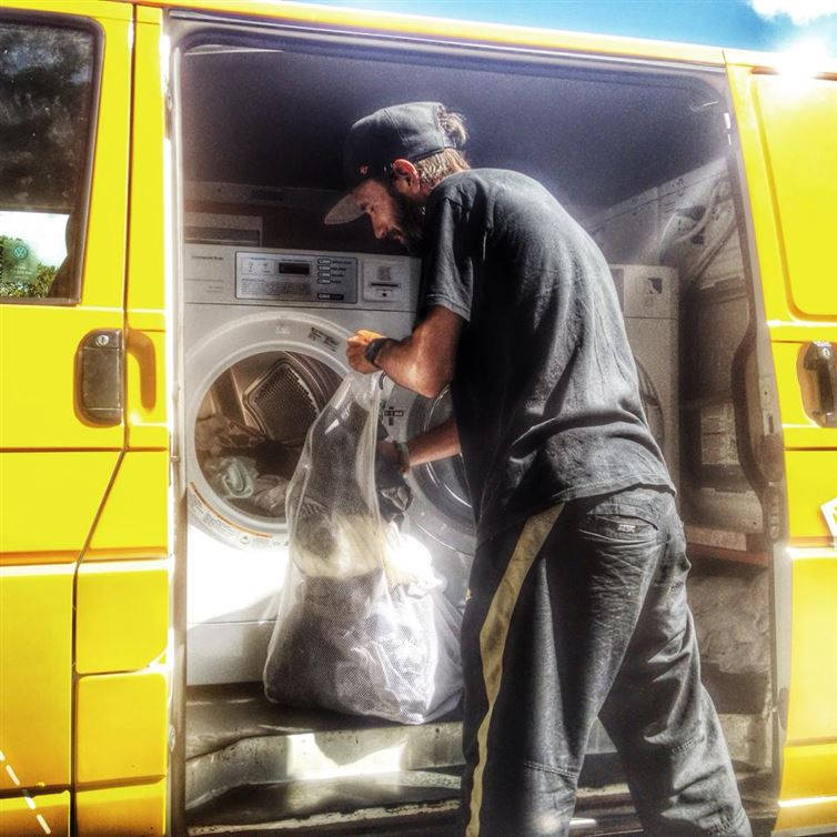 two-guys-took-a-van-transformed-it-into mobile laundry (14)