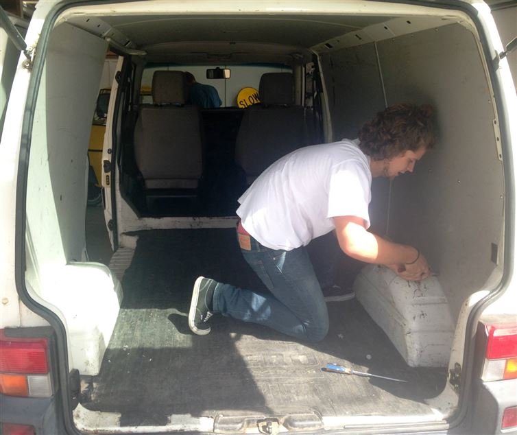 two-guys-took-a-van-transformed-it-into mobile laundry (2)