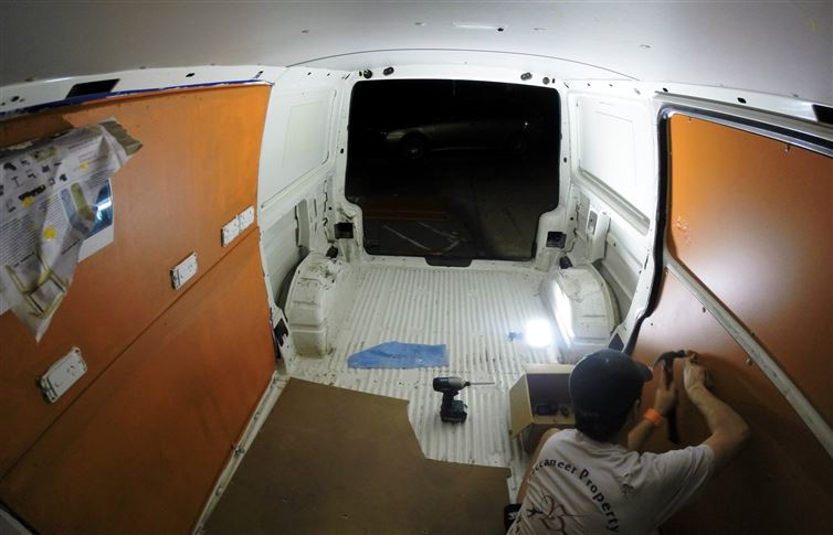 two-guys-took-a-van-transformed-it-into mobile laundry (7)