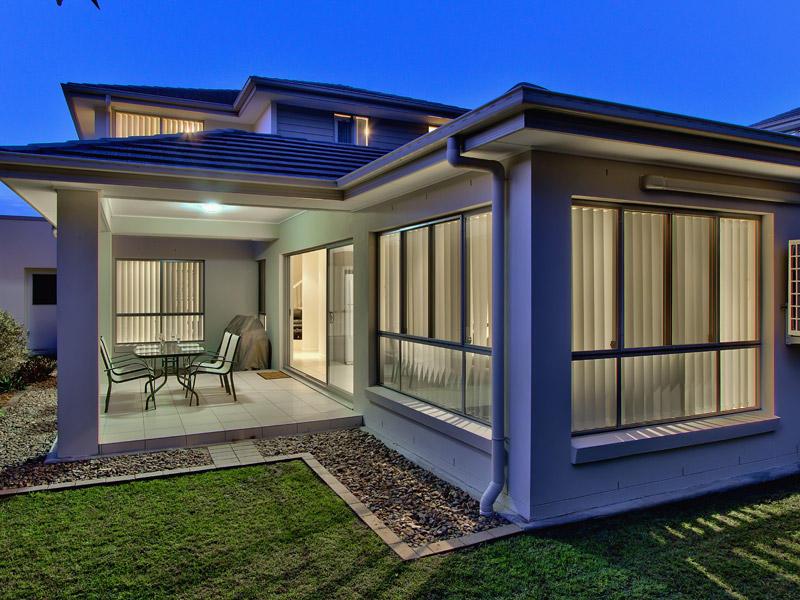2 storey contemporary concrete house (12)