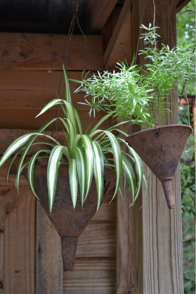 25-easy-peasy-recycled-diy-planters (10)