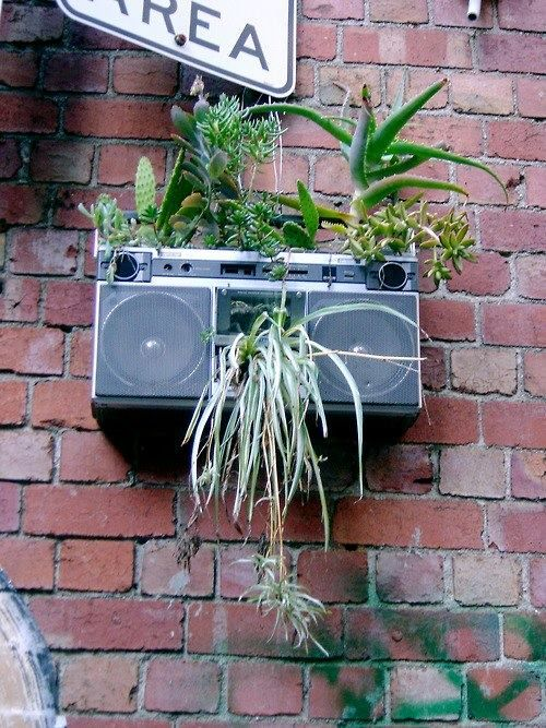 25-easy-peasy-recycled-diy-planters (15)