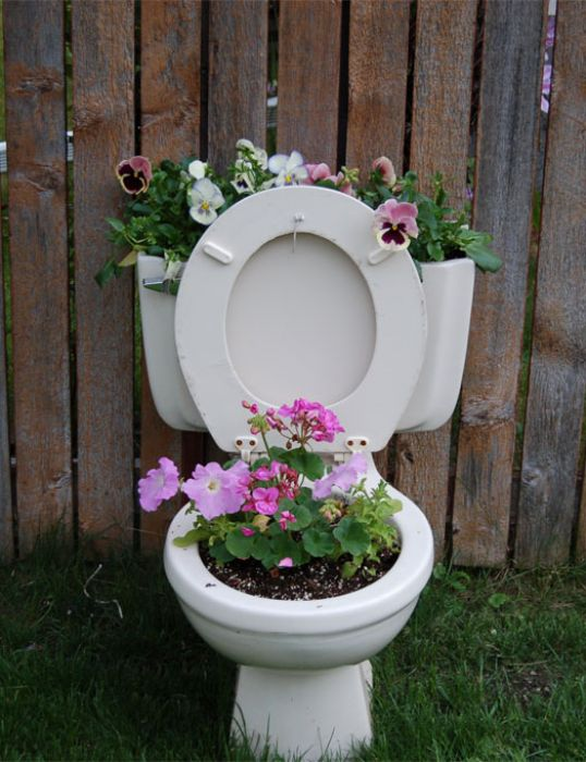 25-easy-peasy-recycled-diy-planters (20)