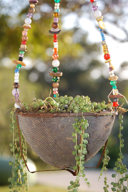 25-easy-peasy-recycled-diy-planters (7)