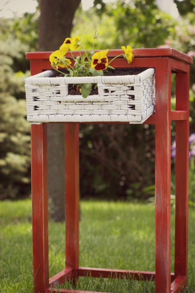 25-easy-peasy-recycled-diy-planters (9)