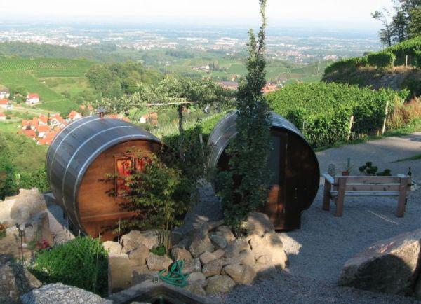 Schlafen-im-Weinfass-Wine-Barrel-Room1