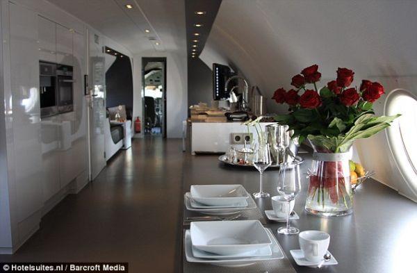 aiplane-hotel3
