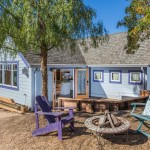 บ้านไม้สีฟ้าขนาดชั้นเดียว ดีไซน์น่ารักสดใส กับการจัดสรรที่ลงตัว