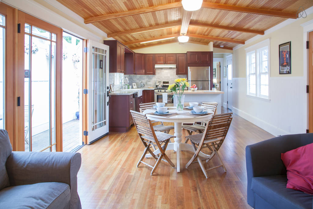 charming cozy gardenia cottage (12)