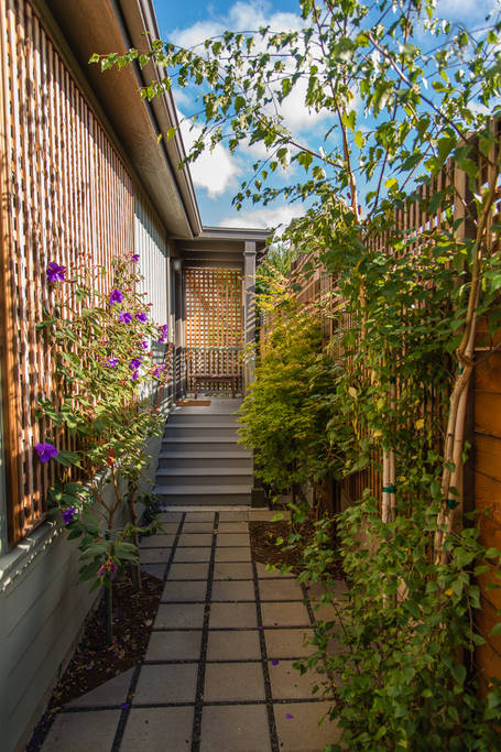 charming cozy gardenia cottage (3)