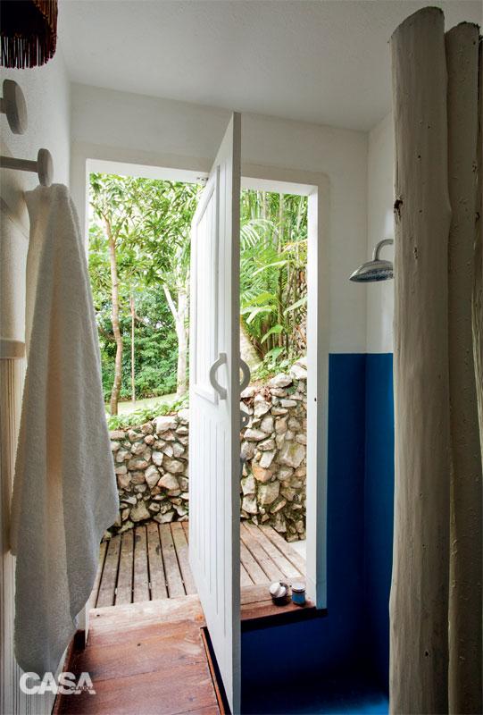cozy white relaxation retreat (8)