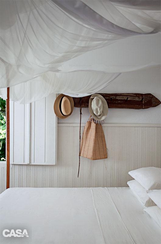 cozy white relaxation retreat (9)