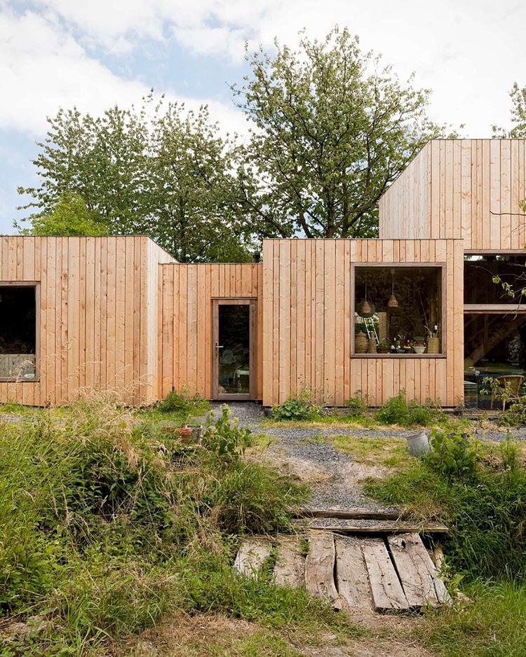 minimalist wooden residence (14)