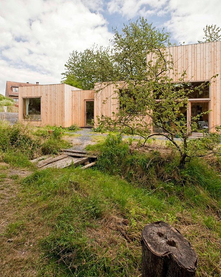 minimalist wooden residence (15)