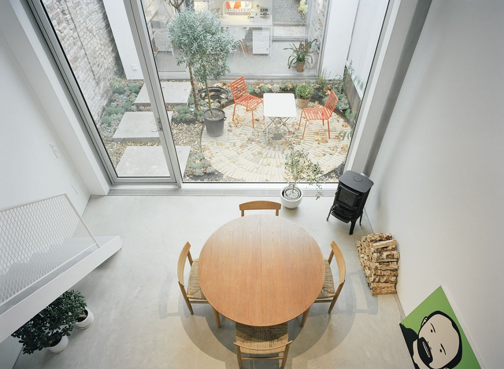 narrow three-level modern minimal house (5)