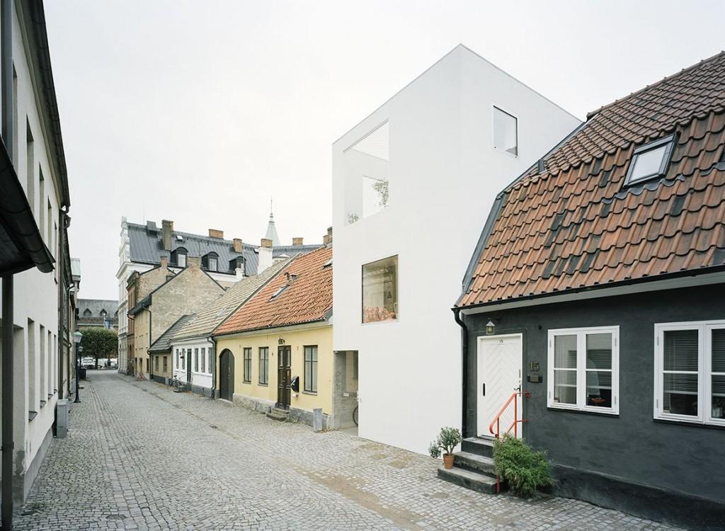 narrow three-level modern minimal house (7)