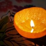 """เทียนไขออแกนิค!! สร้างความโรแมนติคง่ายๆด้วย """"เปลือกส้ม"""""""