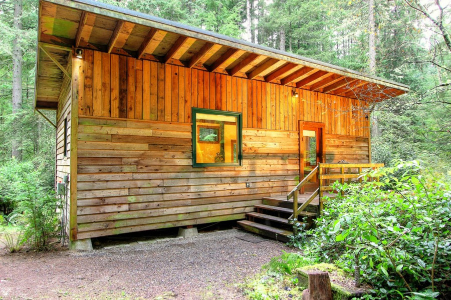 rustic compact cabin (1)
