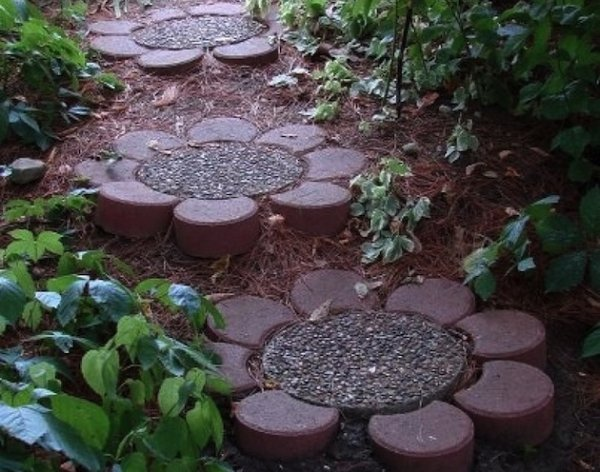12-beautiful-diy-path-walkway-designs (7)