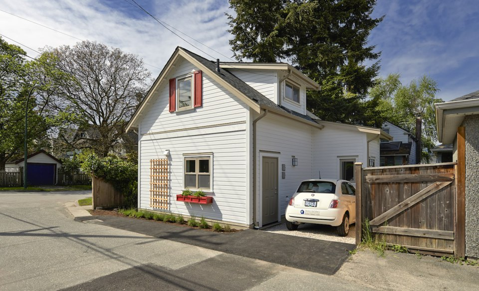2 storied charming modern cottage (14)