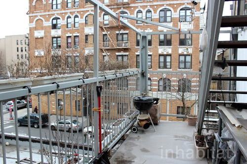 3 storied container house in new york (30)