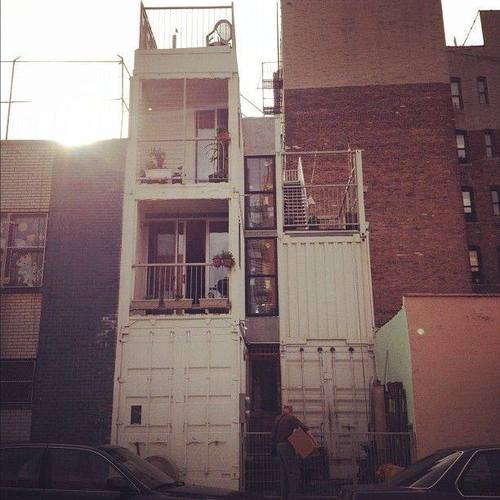 3 storied container house in new york (32)