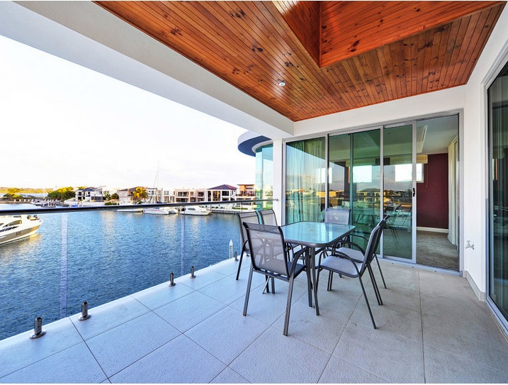 modern-elegant-house-with-pool-and-scenic-view (2)