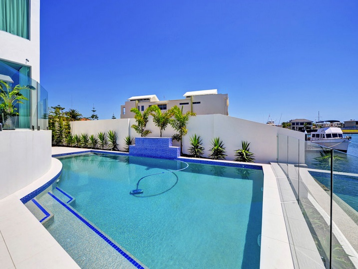 modern-elegant-house-with-pool-and-scenic-view (9)