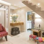บ้านสไตล์มินิมอล สร้างความโดดเด่นด้วยปูนเปลือย และโทนสีสว่างจ้า