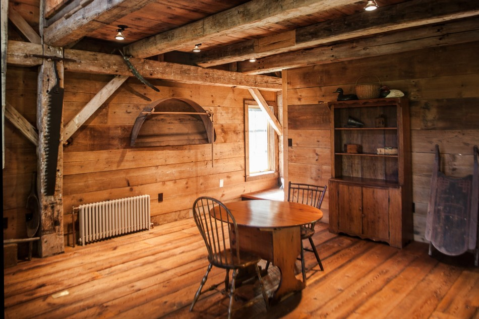 renovated barn house built in 1820s (3)